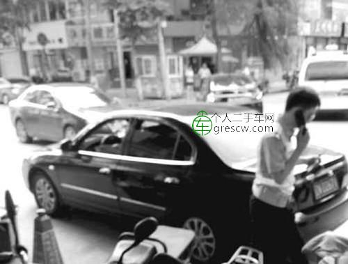 发现警车跟进,套牌男子撞车夺路而逃