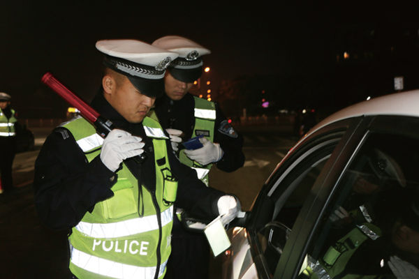 东平交警积极开展酒驾夜查统一行动