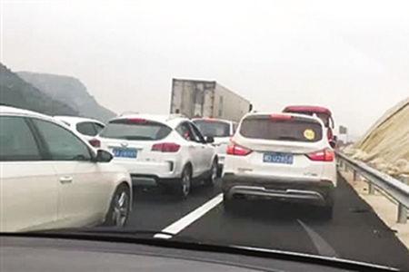 高速公路应急车道不得随意占用